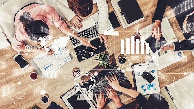 Fantasierijke afbeelding van zakenmensen en personeel van financiële instellingen