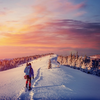 Fantastisch winterlandschap en betreden toeristenpad
