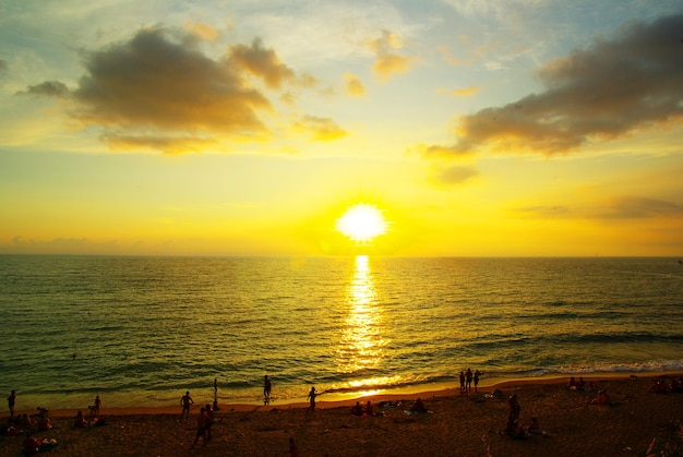 Fantastische zonsondergang over de zee