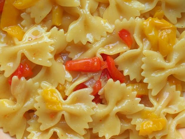 Farfalle pasta eten