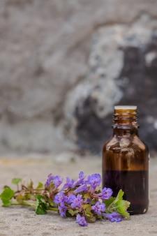 Farmaceutische fles geneeskunde van kruipende charlie