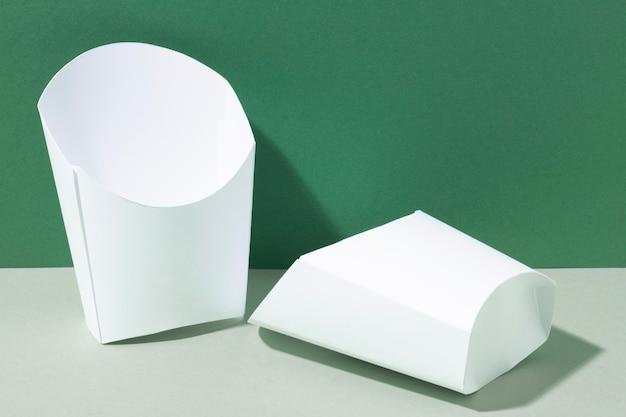 Fastfood kartonnen containers voor frietjes vooraanzicht