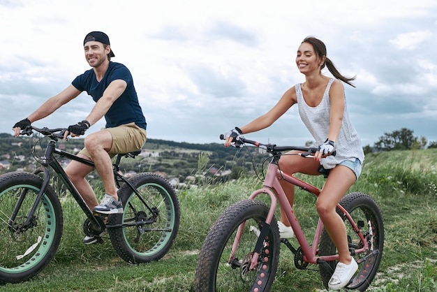 Fatbike ook wel fatbike of fattire bike genoemd in de zomer rijden