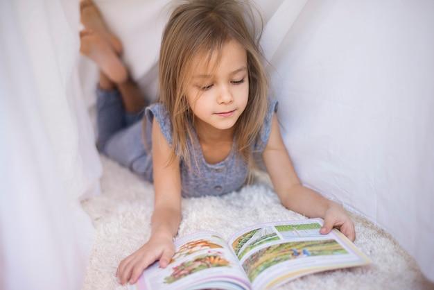 Favoriete boek gelezen onder het laken