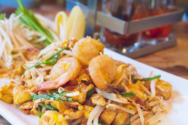 Favoriete thaise gebraden noedelvoedselnaam pad thai