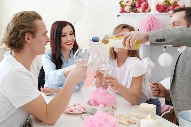 Feest thuis met vrienden