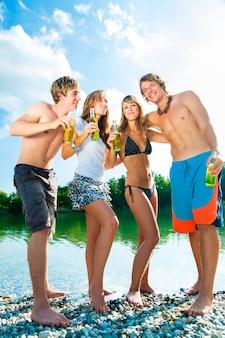 Feest vieren op het strand
