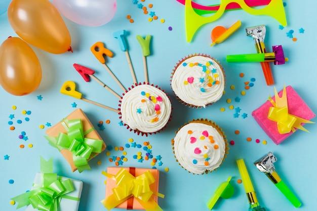 Feestelijk arrangement voor verjaardagsfeest