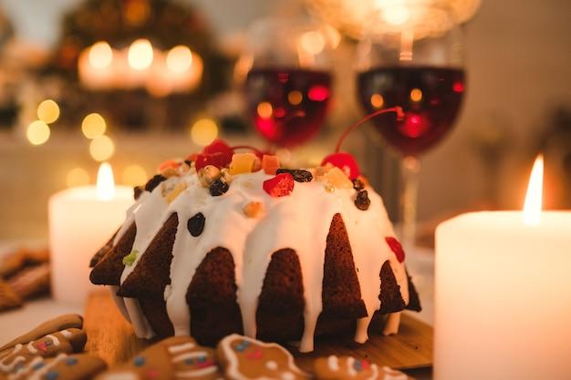 Feestelijk nieuwjaarsdessert. traditioneel kerstvoedselconcept