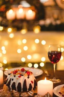 Feestelijk oudejaarsdiner. traditioneel kerstvoedselconcept