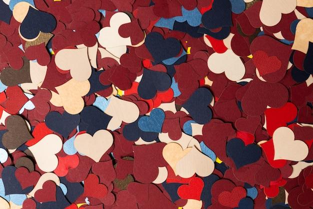 Feestelijke achtergrond voor wallpapers met veel kleurrijke harten.