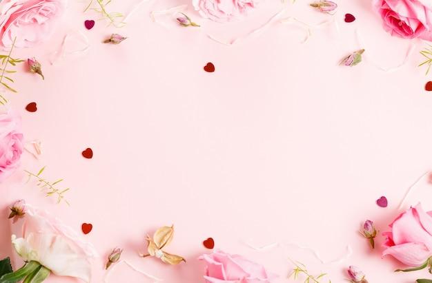 Feestelijke bloem engelse roos compositie, frame. bovenaanzicht, plat gelegd. ruimte kopiëren. verjaardag, moederdag, valentijnsdag, dames, trouwdag concept.
