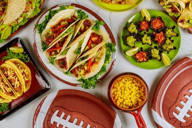 Feesttafel voor het kijken naar american football-wedstrijden