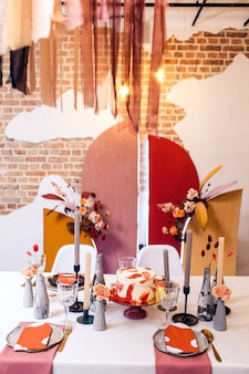 Feestzaal tafeldecoratie en interieur in restaurant