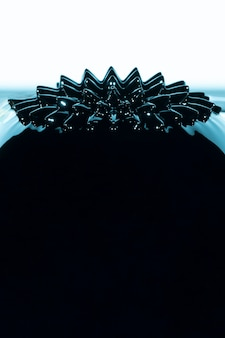 Ferromagnetisch vloeibaar metaal met exemplaarruimte