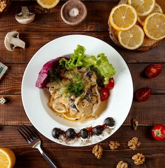 Fettuccine met champignons en groenten