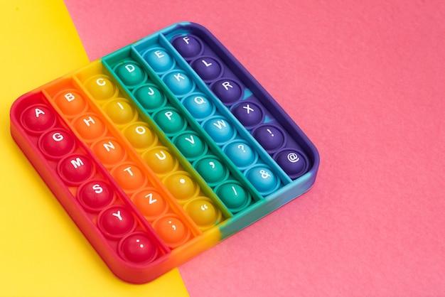 Fidget pop it speelgoed regenboogkleur - antistress, leuk en leerzaam