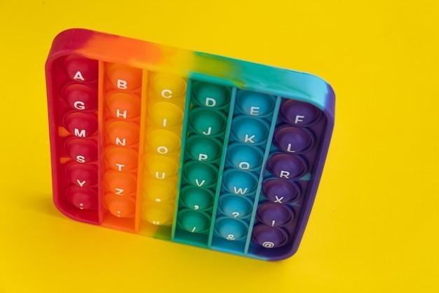 Fidget pop it toy regenboogkleur - antistress, leuk en leerzaam Gratis Foto