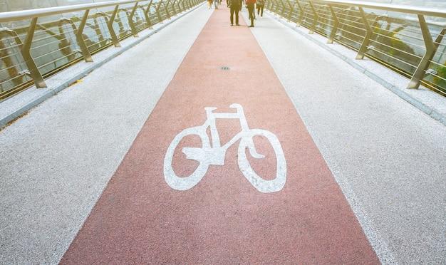 Fietspad. fiets in de stad. stedelijk vervoer.