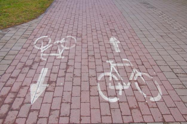 Fietspad in een grote stad, voor het gemak van fietsers