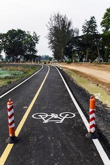 Fietsstrook voor fietsen is verdeeld in 2 rijstroken