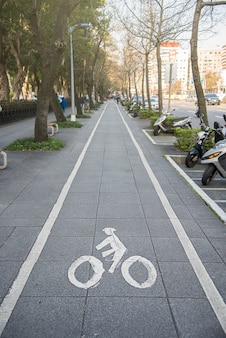 Fietsteken, bicycle lane in de stad