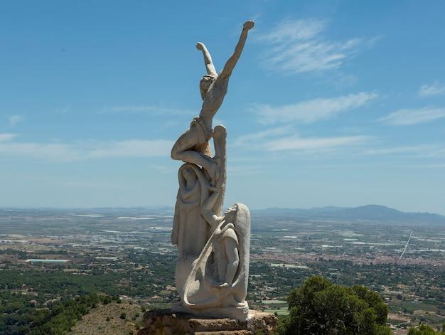 Figuur gelegen op de weg van de via crucis in de klim naar het heilige hart van jezus in totana