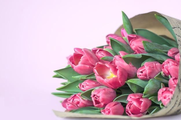 Fijn boeket van roze tulpen