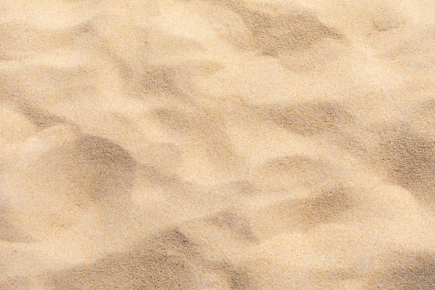 Fijn strandzand in de zomerzon