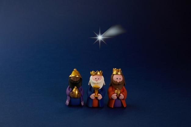 Fijne epiiphany-dag. drie wijze man mier ster op blauw