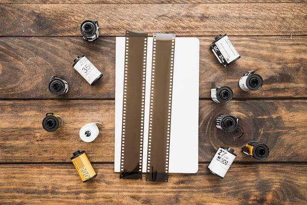 Film op en rond vel papier
