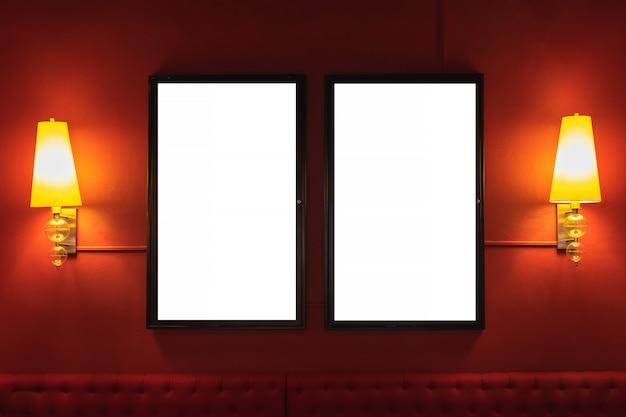Filmaffichebioskoop lichte doos of vertoningskaderbioskoop lightbox of aanplakborden met witte lege ruimte