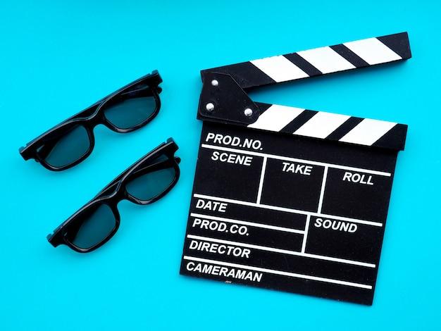 Filmklapper op blauw