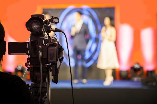 Filmopnameapparaat voor het opnemen van een evenement voor uitzending.