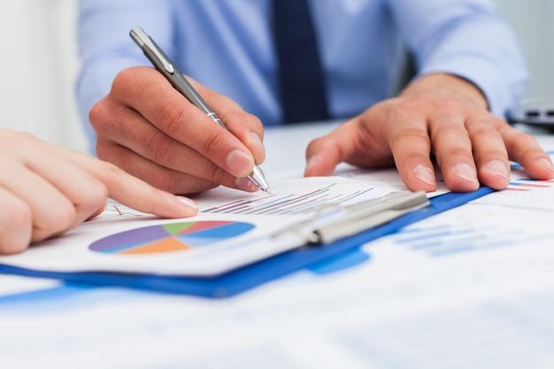 Financieel analyseconcept