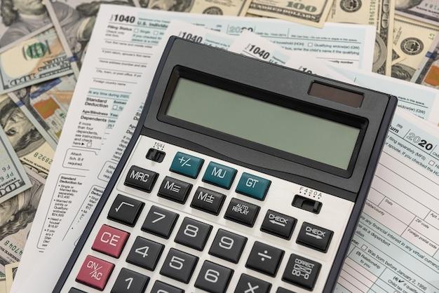 Financieel document, boekhoudkundige geldcalculator belastingen vullen 1040