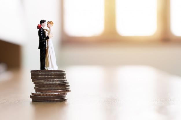 Financieel sparen geld voor huwelijk. bereid je voor op huwelijkskosten