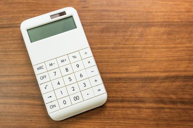 Financiële berekening, belasting, inkomsten, winst en verlies of investeringsconcept