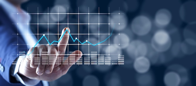 Financiële grafieken met groeiende inkomsten op touchscreen