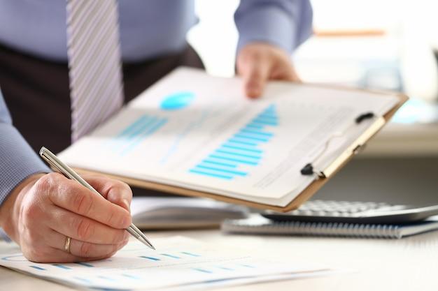 Financiële investeringsbureaucratie belastingberekening