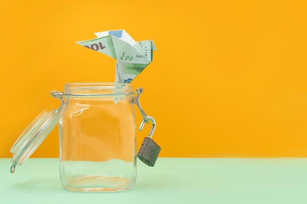 Financiële vrijheid stilleven arrangement met kopie ruimte