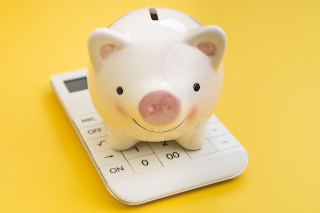 Financiën, boekhouding, sparen en investeringen of belastingberekening en bankconcept