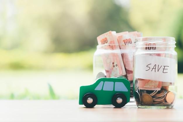 Financiën en autolening die geld voor een auto besparen.