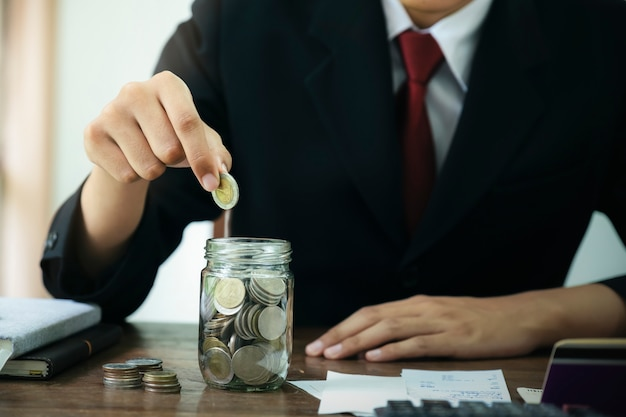 Financiën en geld concept opslaan.