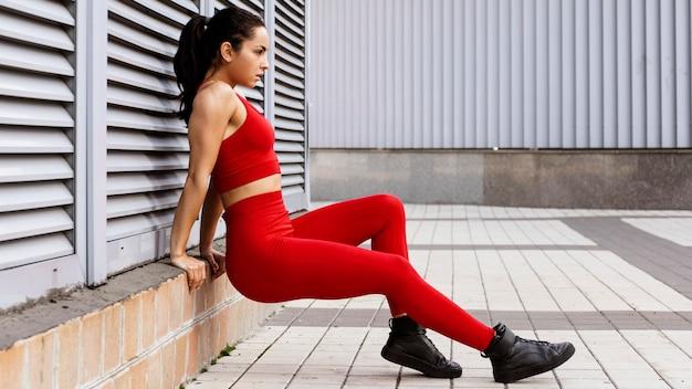 Fit jonge vrouw training
