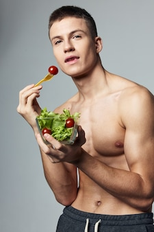 Fit man een salade eten