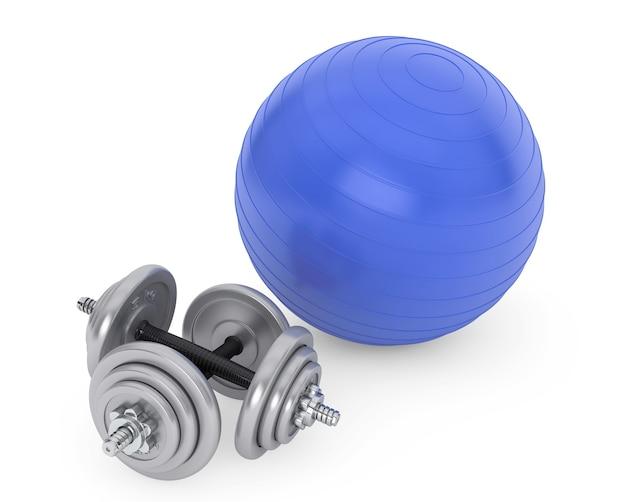 Fitness bal en halters op een witte achtergrond
