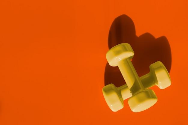 Fitness, oefening, het uitwerken van gezonde levensstijl achtergrond met halloween kleurtoon conc