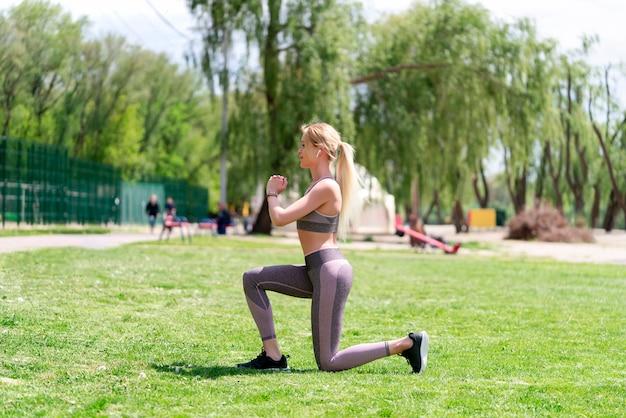 Fitness vrouw doet kraakpanden