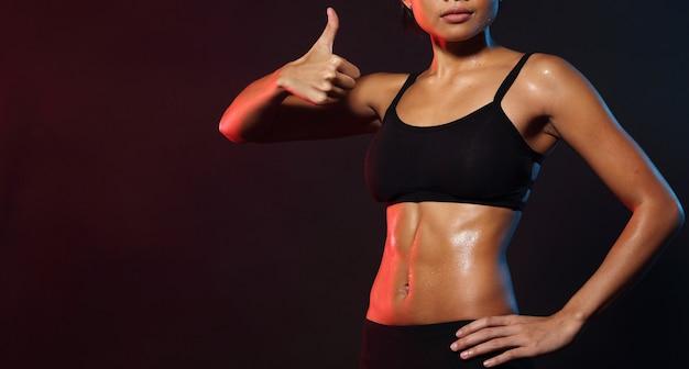 Fitness vrouw doet oefening